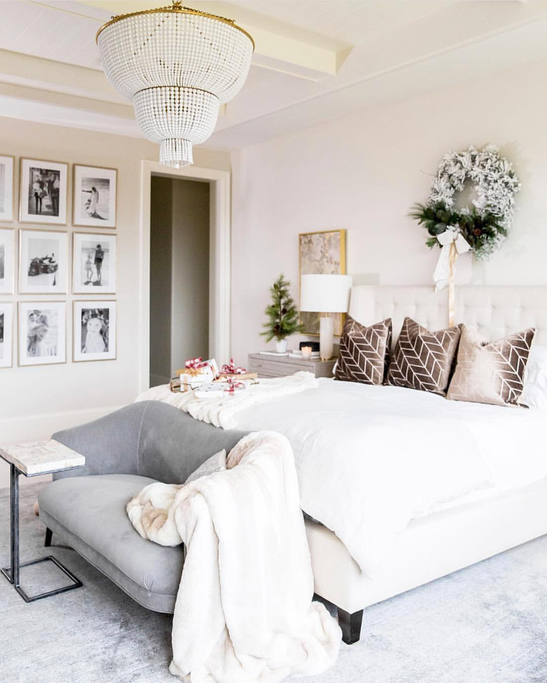 Love this simple but festive bedroom by emilyijackson