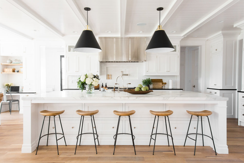Black-White-Modern-Kitchen-White-Marble-Counters-Natural-Wood-Counter-Stools
