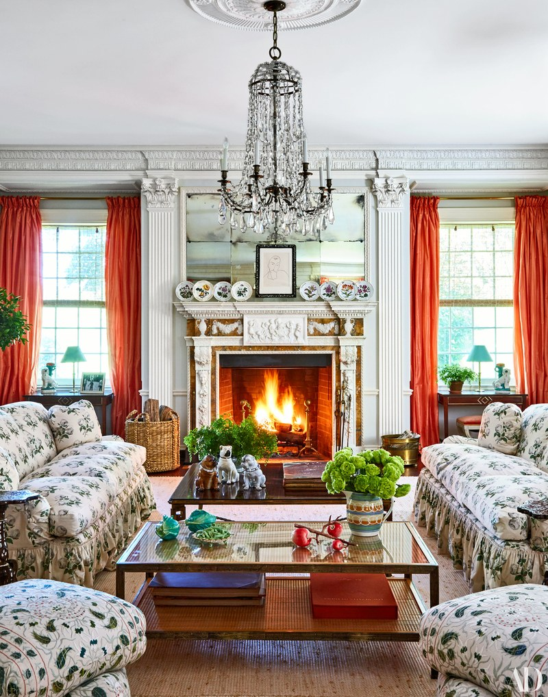 Upholstured-Couches-Tory-Burch-Home-Tour-Hamptons