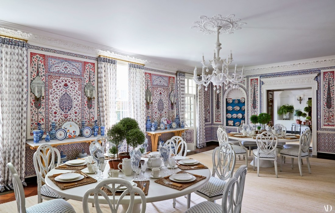 White-Dinning-Room-Table-Tory-Burch-Home-Tour