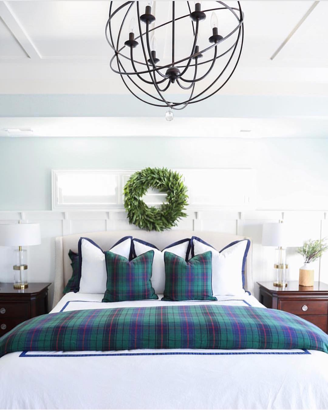 Holiday bedroom goals Happy Saturday friends! via williamssonomahome