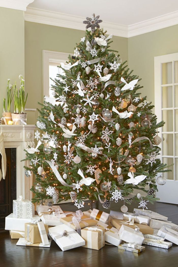 White-Christmas-Tree-Decorating-Idea